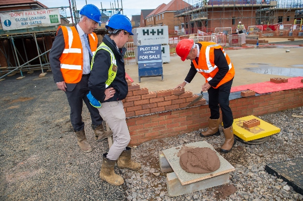 Daventry MP approves new homes scheme in Overstone